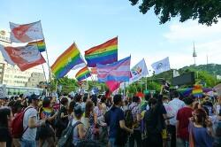 """2015년 제16회 퀴어문화축제 퀴어퍼레이드 """"저항과 연대의 행진단"""""""
