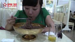 유튜브에 소개된 북한 관광안내원의 평양 먹방 동영상