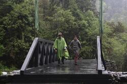 '국민들 만나러 갑니다.' 오지 마을로 간 간 부탄 국왕과 왕비의 방문기 ②