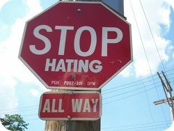 혐오의 시대를 지나며