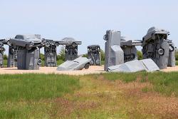 자동차로 만든 스톤헨지(Stonehenge)! 미국 네브라스카주 얼라이언스(Alliance)의 카헨지(Carhenge)