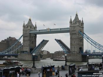 런던 타워브릿지 열리다 (Tower Bridge)