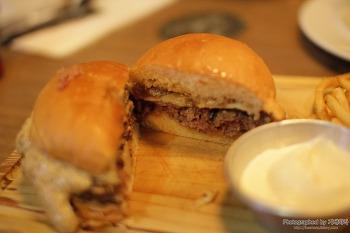 두툼한 패티에 고소한 빵과 치즈! 올리브쇼 장지수 셰프의 수제 버거, 코엑스 버거비 방문기