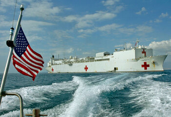 바다위를 떠다니는 세계 최대의 종합병원 컴포트함