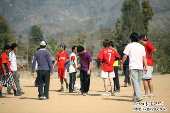 해발 1500미터, 네팔에서 현지인들과 축구경기