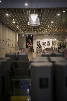 <urban alice story>는 복합문화공간이다. 1F MUSEE 갤러리와 카페에 앉다. by 포토테라피스트 백승휴