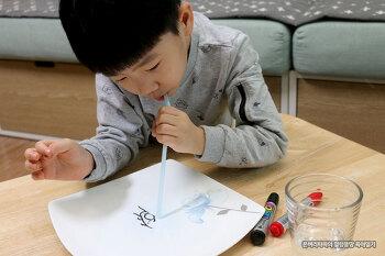 아빠와 함께한 초간단 미술놀이~ 보드마카로 움직이는 그림그리기~!