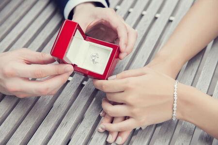 결혼반지로 인기 있는 다이아몬드는 왜 단단할까?