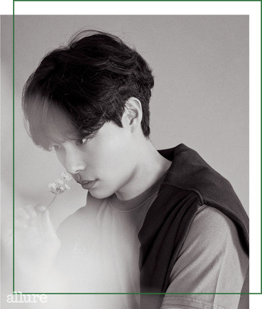 얼루어 2018년 4월호 커버 배우 류준열