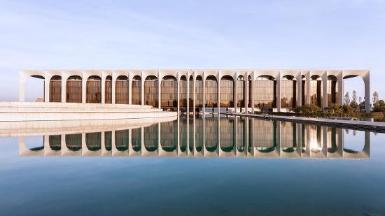 """*오스카 니마이어 모더니즘 Oscar Niemeyer's """"Favorite Project in Europe"""" Captured in Spectacular Photo Set by Karina Castro"""