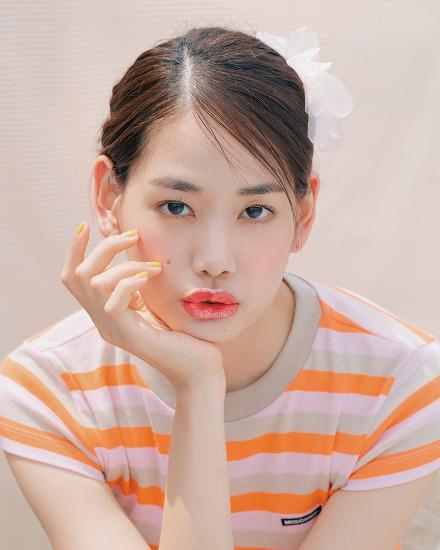 과즙미 뿜뿜! 모델 윤선영의 썸머 글리터 립