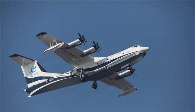 중국이 개발한 대형 수륙양용 비행기 AG600 육상 첫비행 성공