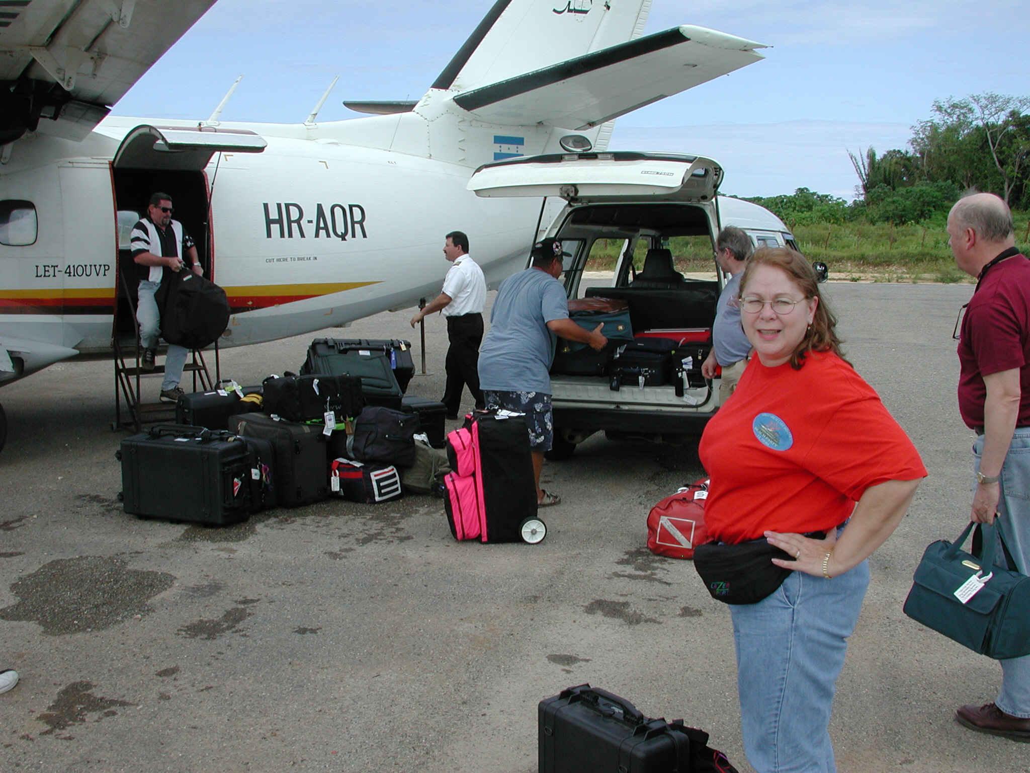 승객이 항공기까지 직접 수하물 날라야 한다?