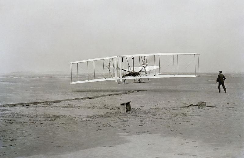 최초의 동력 비행기 (1903.12.17)
