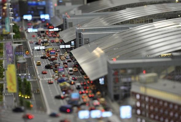 여객 터미널 주변 - 차량들