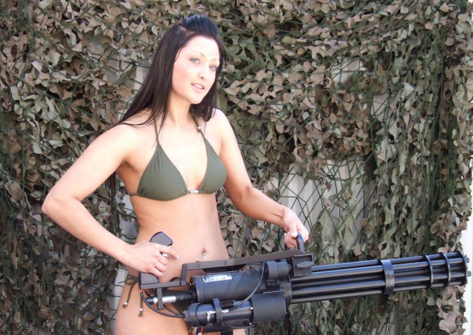 헬기에서 미니건 M134 쏘는 놀라운 동영상