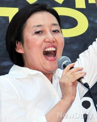 박영선 탈당 무산 2: 문재인 = 히틀러, 민주당 선대위원장 합류