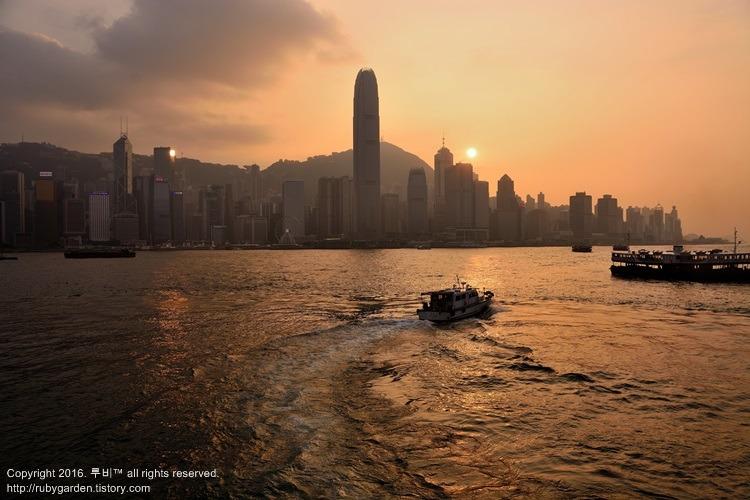 홍콩 여행 / 홍콩 시계탑과 아쿠아루나, 침사추이에서 본 홍콩 빅토리아항의 일몰