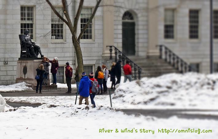 하버드 대학교의 존 하버드 동상
