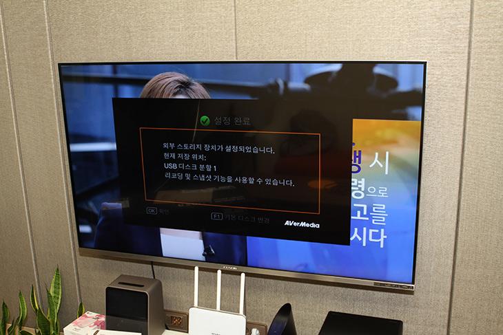 게임 ,방송, 녹화, 셋톱, 녹화, AVerMedia, EzRecorder, 310,IT,IT 제품리뷰,화면을 녹화하는 방식은 여러가지 입니다. 이번에는 하드웨어 방식을 써보죠. 게임 방송 녹화 셋톱 녹화를 하기 위해 AVerMedia EzRecorder 310를 써 볼 것입니다. 최대 1080P 60Hz 녹화가 가능한 제품으로 SSD나 HDD 같은 저장장치를 연결하여 대용량으로 녹화가 가능한 제품 입니다. 게임 방송 셋톱 녹화에 초점이 맞춰진 그런 제품 인데요. 물론 AVerMedia EzRecorder 310는 화면을 녹화하여 강좌를 만들 때도 쓸 수 있습니다.