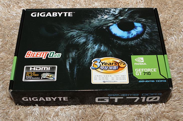 팬리스 그래픽카드, 무소음, 기가바이트 ,GT710, 2GB,IT,IT 제품리뷰,X99 시스템에 사용할 조용한 그래픽카드 소개합니다. 소음이 없는게 최고이죠. 팬리스 그래픽카드 무소음 기가바이트 GT710 2GB를 사용해 봤는데요. CPU에 내장그래픽이 없을 때 그래픽카드만 필요할 때 쓰면 딱 좋은 모델 입니다. 가격도 저렴하구요. 무엇보다 소음이 없고 발열과 전력소모량도 낮아서 만족스러운 제품이죠. 팬리스 그래픽카드 무소음 기가바이트 GT710는 검은색의 상당히 큰 방열판이 붙어있습니다.