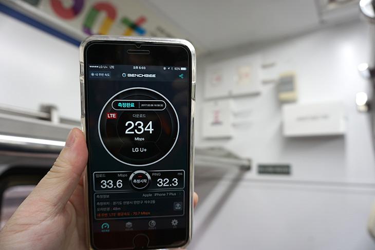 유플러스 ,지하철 와이파이, 속도, 측정 ,얼마나 ,빠를까,IT,IT 인터넷,지하철에선 WiFi를 사용해본적 있죠. 그런데 속도가 얼마나 되는지 아시나요. 유플러스 지하철 와이파이 속도 측정 얼마나 빠를까 편에서는 이것을 알아봅니다. 실제로 측정해보니 U+가 확실히 빠르긴 하네요. 지금 지하철에 하나씩 설치가 계속 되어가고 있는데요. 유플러스 지하철 와이파이 속도는 중계기가 있는 상태라면 무척 빠르게 사용이 가능 합니다. 현재는 서울과 부산 대부분의 노선에서 와이파이 라우터가 설치되었고, 전국적으로 3월말까지 구축을 완료한다고 하니 기대하셔도 좋을 것 같습니다.