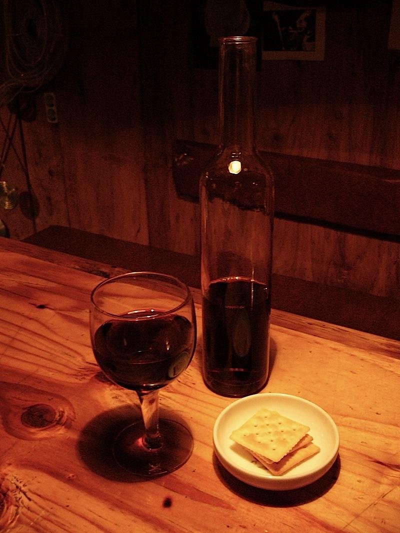 삼청동 끌레에서 찍은 와인과 비스켓, 2004년쯤?