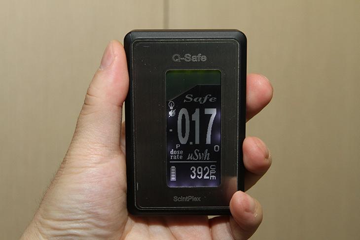 방사능 ,측정기 ,큐세이프, QSF104, 사용법,QSAFE,신틸레이터,섬광센서,센서,방사능,일본 원전이 폭발한 이후로 걱정이 많아졌습니다. 그래서 휴대용 측정기를 하나 구매를 했습니다. 방사능 측정기 큐세이프 QSF104 사용법에 대해서 알려드리겠습니다. 비교적 저렴한 측정기 인데요. 하지만 감도가 높은 측정기로 충분히 위험감지가 가능한 제품이네요. 방사능 측정기 큐세이프 QSF104는 간이 식품 방사능 측정이 되는 제품 입니다. 음식물에 들어있는 방사능 측정도 가능 하다는 것이죠. 실제로 측정기를 사용하면서 저 역시도 많이 공부를 했는데요. 배우면서 알게된 내용들도 풀어보겠습니다.
