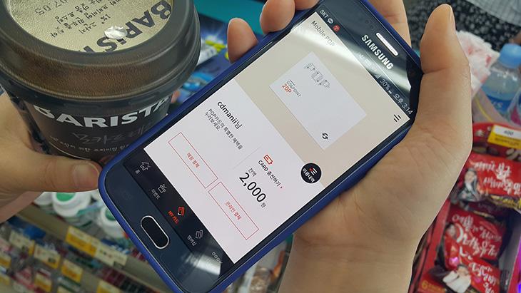 모바일팝 ,소액 모바일 결제 ,팝카드로 하고 적립하기,팝카드,모바일 팝,mobile pop,소액결제,IT,GS편의점,GS마켓,모바일팝 소액 모바일 결제 팝카드로 하고 적립하기에 대해서 알아보도록 하겠습니다. 요즘은 어떻게든 좀 더 할인을 많이 받거나 또는 적립을 많이 받기 위해서 많이 알아보는데요. 카드를 만들어서 GS 포인트를 자동으로 적립하고 다양한 이벤트 하고 있는게 있네요. 모바일팝이 그것인데요. 지금 앱을 설치하면 비타500캔을 증정하는 이벤트도 진행 중 입니다. GS편의점 한때는 정말 자주 가서 우수고객이라고 전화도 온적이 있었는데요. 정말 그때는 GS편의점에서 한달에 몇십만원씩 사먹었던 적이 있거든요. GS카드에 적립하긴 했었지만 모바일팝으로 모바일 결제하면 훨씬 더 많이 적립된다고 하니 이거 잘 알아둬야겠네요.