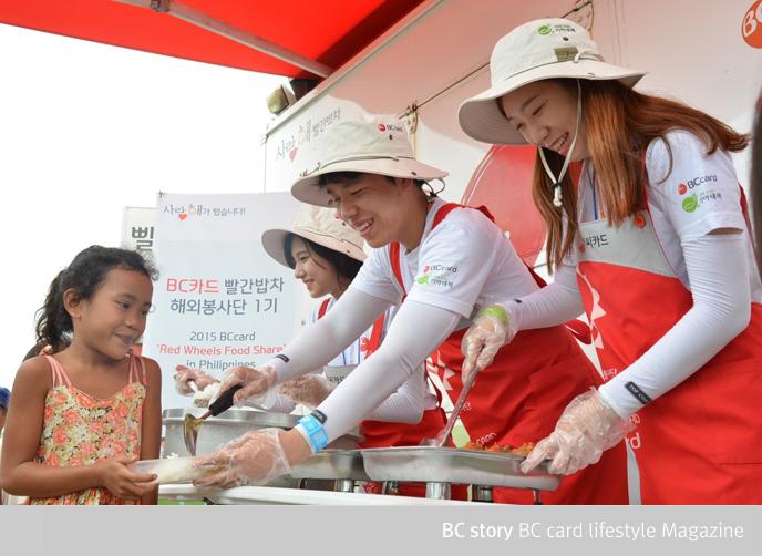해외에서 배식봉사를 진행하는 빨간밥차 해외봉사단 1기
