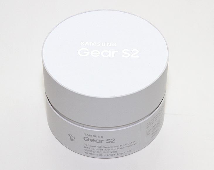 기어S2 3G, 기능, 방수, 능력, 원형 디스플레이,IT,IT 제품리뷰,최근에는 손목에 착용하는 웨어러블기기가 대세입니다. 그 중에서 럭셔리하면서도 활용성에서 좋은 평가를 받는 제품을 소개하죠. 기어S2 3G 인데요. 제품에 대한 기능을 알아보고 방수 능력 등도 알아보도록 하겠습니다. 원형 디스플레이 제품이 가지는 장점을 최대한 활용한 제품이 아닌가 싶은데요. 휠은 실제로 상당히 편리했습니다. 기어S2 3G , 블루투스 버전 그리고 최근에는 더 다양한 컬러의 제품까지 나와있는데요. 이 제품의 실제 활용성과 느낌에 대해서 전해보도록 하겠습니다.