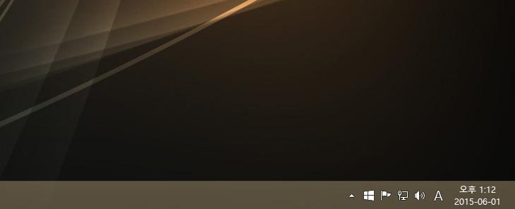 윈도우10 무료 업그레이드 예약, 시작,윈도우10,윈도우10 다운로드,윈도우10 무료 업그레이드,윈도우10,무료 업그레이드,윈도우10 업그레이드,테크니컬 프리뷰,IT,윈도우10 무료 업그레이드 예약 시작 되었습니다. 윈도우8.1을 쓰시는 분들은 오른쪽 하단에 트레이 항목에 윈도우로고 모양의 아이콘이 생겼을 겁니다. 그것을 선택하면 예약이 가능 합니다. 정품 사용자들은 반가운 소식인데요. 정품운영체제를 사용중인 유저들은 윈도우10 무료 업그레이드 예약을 해두면 추후 윈도우10이 나올 때 무료로 업그레이드가 가능 합니다. 기존 운영체제가 불법 라이센스 운영체제라고 한다면 그래도 무료 업그레이드는 가능합니다. 다만 윈도우10을 구매를 해야만 합니다. 기존에 불법 운영체제 사용자들도 업그레이드를 해준다는 이야기가 있었지만 반은 맞고 반은 틀린 말이 되버렸네요. 윈도우10은 테크니컬프리뷰로 빌드 10130 을 써보고 있는데요. 확실히 초기 윈도우10 테크니컬 프리뷰보다는 반응이 부드러워졌습니다. 물론 아직 아쉬운 부분이 있어서 저도 요청을 계속 넣고는 있는데요. 확실히 윈도우10은 기존 마이크로소프트 계정을 쓰시던 분들은 더 편해질 것입니다. 클라우드 공간을 좀 더 편안하게 사용할 수 있고 시그전에는 참바와 시작메뉴로 이상하게 분리되어있던 UI도 하나로 통합이 됩니다. 알림센터로 모든 설정이나 알림부분등이 합쳐지면서 좀 더 편안하게 접근이 가능해졌구요. 처음 운영체제 설치 후 별다르게 프로그램을 설치하지 않더라도 멀티미디어 기능을 모두 활용할 수 있고 스마트폰과 연계된 많은 작업들을 이제 데스크탑에서도 할 수 있게 됩니다.