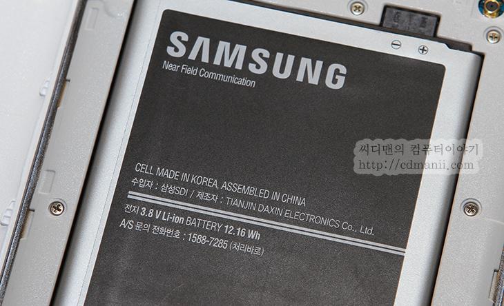 갤럭시 메가 사용기, Galaxy Mega, 갤럭시메가, 갤럭시메가 사용기, 후기, 리뷰, SHV-E310S, 스마트폰, review, IT, 모바일, DMB, 테스트, 벤치마크, SHV-E310S 벤치마크, 갤럭시 메가 사용해 보기 전에 저는 매장에서 SHV-E310S를 미리 사용을 한번 해 봤었습니다. 근데 간단히 만져봐서인지 화면만 큰 느낌만 받았는데요. SHV-E310S 벤치마크를 해보니 그런데 그게 전부다는 아니었습니다. 아시다싶이 SHV-E310S 화면은 6.3인치 입니다. 갤럭시 메가 사용시 가장 큰 장점이 이 화면 부분입니다. 물론 참고로 해상도는 1280 x 720 입니다. 해상도는 풀HD급은 아니긴 하지만 모바일 페이 지등을 볼 때 화면이 큼직해서 좀 멀리서 봐도 잘 보이고 특히 DMB 나 동영상 등을 감상할 때에는 좀 더 큰 화면으로 즐길 수 있습니다. 어떻게 보면 갤럭시 메가를 호주머니에 넣고 다니면서 사용하기에는 너무 클지도 모릅니다.  하지만 여성분들의 경우 오히려 더 좋아할 수 도 있을겁니다. 보통 백에 스마트폰을 넣고 다니기 때문이죠. 실제로 그런 이유로 갤럭시노트2도 인기가 아주 많았는데요. 갤럭시 메가는 메가라는 이름답게 좀 더 큰화면으로 나왔고 대신 태블릿급 보다는 아래단계를 지원하면서도 전체적인 부피를 줄이고 성능을 올린 그런 모델로 볼 수 있습니다.