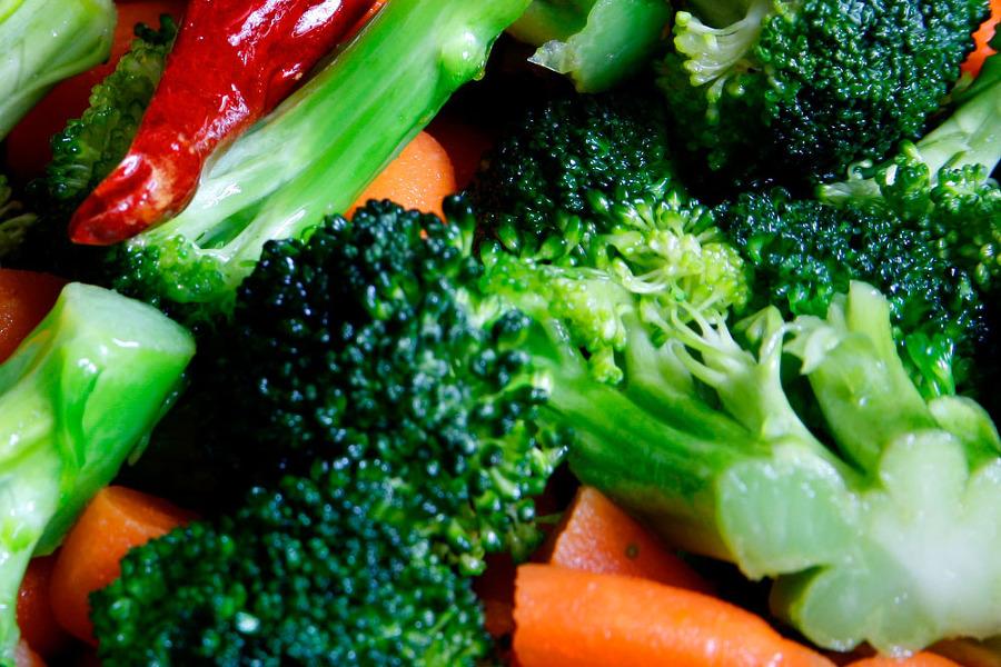 브로콜리 야채와 요리하는 모습