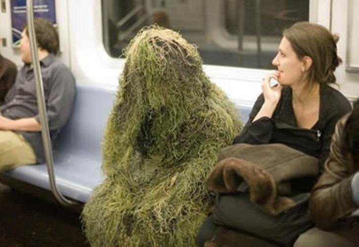 뉴욕 지하철에 나타난 패션 테러리스트