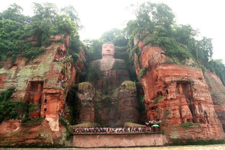 중국 러산대불(Leshan Giant Buddha)