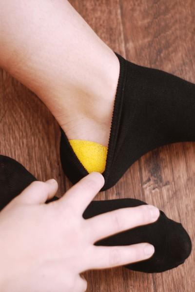 발뒤꿈치 굳은살 제거 레몬 활용법 양말