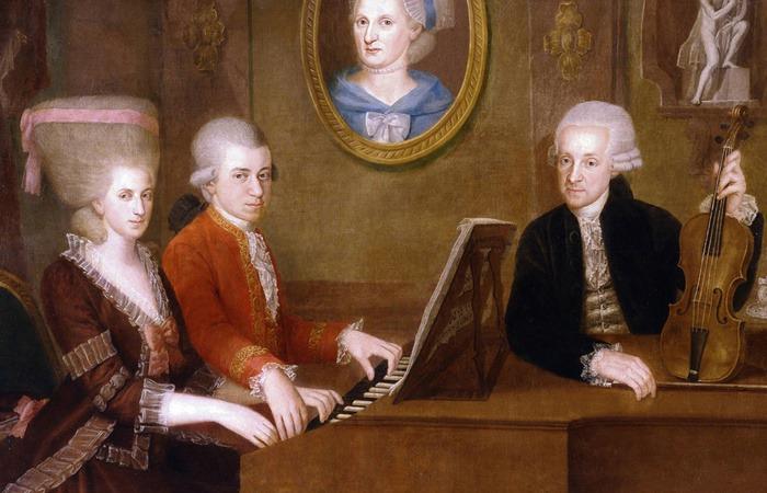 모차르트와 누나 나넬 모차르트, 아버지 레오폴트가 어머니의 초상화 앞에서 가족 그림을 남겼다. 누나 나넬 모차르트도 음악 천재였지만 여자였기 때문에 음악을 포기해야 했던 것으로 알려져 있다. [독특한 모차르트 취향]