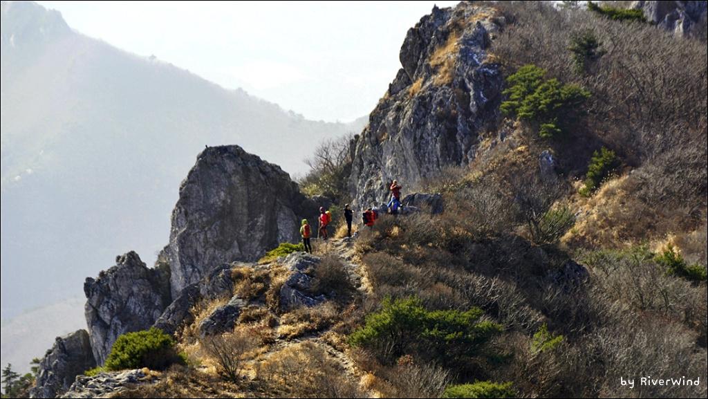 산과 산우(山友)들이 하나된 아름다운 풍경